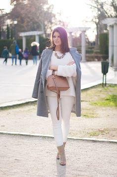 look pantalon blanco en invierno