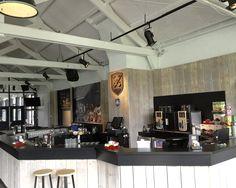 """Push hockey clubhuis na verbouwing """"bar en barwand met foto"""" inrichting."""