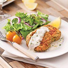 Croquettes de saumon, sauce citronnée Salmon Recipes, Seafood Recipes, Appetizer Recipes, Vegetarian Recipes, Healthy Recipes, Skinny Recipes, Healthy Cooking, Healthy Eating, Salmon Croquettes