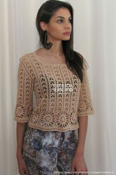 I love the pants color with this beautiful crochet tunic Celeida Ribeiro Débardeurs Au Crochet, Crochet Jacket, Crochet Crop Top, Crochet Woman, Crochet Cardigan, Summer Wear For Ladies, Black Crochet Dress, Beautiful Crochet, Vintage Crochet