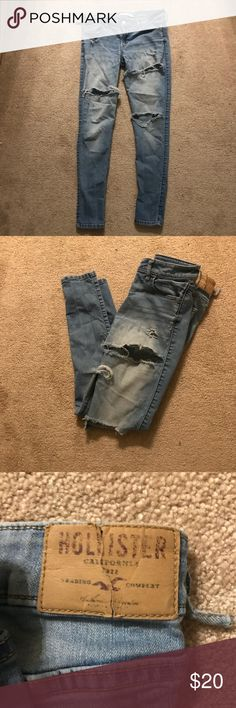 Distressed Hollister Light Wash Jeans size 7 S Super cute distressed jeans. Size 7 short Hollister Jeans Skinny