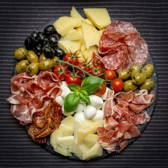 out on Keto Guide (Sit-Down + Fast Food) Keto friendly Italian food guide. Full Guide to eating out at restaurants and fast food! Full Guide to eating out at restaurants and fast food! Plateau Charcuterie, Charcuterie And Cheese Board, Charcuterie Platter, Antipasto Platter, Meat Cheese Platters, Meat Platter, Cheese Boards, Appetizer Recipes, Keto Recipes