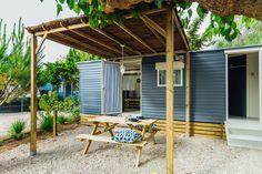 Mobil Home de alquiler en el camping situado en la Costa Dorada. Admite mascotas. Pergola, Outdoor Structures, Pets, Camper Van, El Dorado, Outdoor Pergola, Animals And Pets