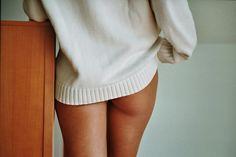 super cute boudoir pose!