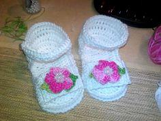 sandali bimba uncinetto con fiore e perline, by tintofilo creazioni, 15,00 € su misshobby.com