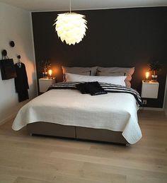 Wow! For et utrolig flott soverom med en flott lampe! #credit @vibekkeellingsen…