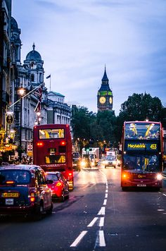 Find images and videos about travel, city and london on We Heart It - the app to get lost in what you love. City Of London, London Style, England Ireland, England And Scotland, Beautiful London, Beautiful Places, Places To Travel, Places To Visit, London Calling