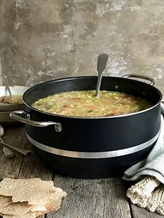 Ertesuppe med svineknoke - Mat På Bordet Iron Pan, Mat, Something Sweet, Dinner, Ethnic Recipes, Soups, Passion, Dining, Food Dinners
