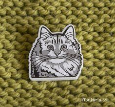 SIBERIAN CAT BROOCH - BROCHE GATO SIBERIANO De la fría Siberia al calorcito de tu chaqueta cuando lo enganches en ella.