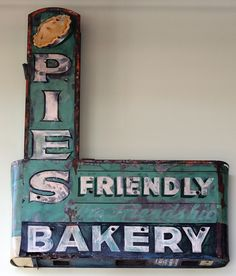 Ottolenghi Bakery in London love this vintage bakery sign. Cottage Decorating Ideas - take the tour of th. Cool Neon Signs, Vintage Neon Signs, Advertising Signs, Vintage Advertisements, Kitsch, Bakery Sign, Pie Bakery, Vintage Bakery, Pie Shop