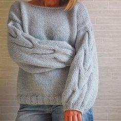 Nadire Atas on Knits to Wear Sweater Knitting Patterns, Knitting Designs, Knitting Projects, Hand Knitting, Mohair Sweater, Cable Knit Sweaters, Angora, Stockinette, Knit Fashion