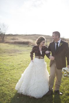 As the sun sets on your reception, take the chill off your farm/field/forest wedding with your favorite flannel shirt. How cute is this plaid shirt used as a bridal shrug? It adds an unexpectedly sweet casualness to an otherwise gorgeously formal gown. Forest Wedding, Fall Wedding, Dream Wedding, Beige Wedding, Trendy Wedding, Country Wedding Dresses, Wedding Gowns, Wedding Country, Bridal Dresses