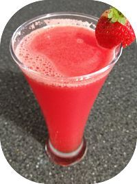 Receita de suco detox de maracujá e morango e chia para auxiliar a perda de peso e também proporcionar mais disposição. O morango é rico em fibras