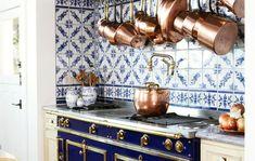 Inspiring Blue And White Kitchen Ideas To Love 40 Kitchen Cabinets Decor, Farmhouse Kitchen Cabinets, Painting Kitchen Cabinets, Kitchen Trends, Kitchen Ideas, Small Kitchen Redo, Contemporary Kitchen Design, Beautiful Kitchens, Backsplash Ideas