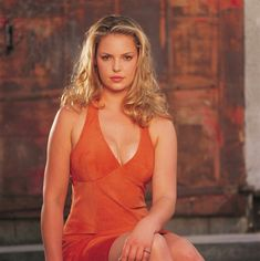 Roswell : Katherine Heigl as Isabel Evans. Katherine Heigl, Celebrity Magazines, Most Beautiful Faces, Beautiful Women, Female Actresses, Hollywood Actresses, Pretty Woman, Beauty Women, Washington