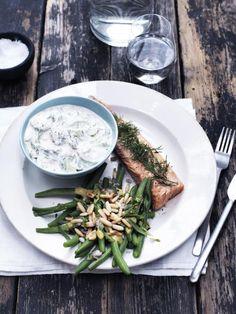 Røkt ørret med agurk-krem og bønnesalat
