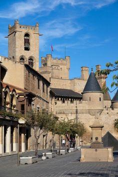 """LA ANTIGUA CAPITAL DE NAVARRA Carlos III """"El Noble"""" convirtió Olite en la capital de Navarra en 1410, motivo por el cual hizo de su fortaleza la sede de una Corte donde florecieron el arte y la cultura."""