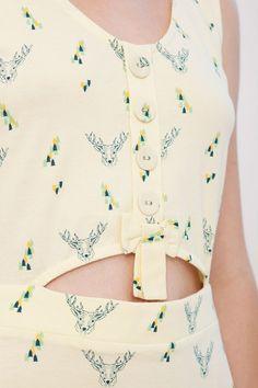 Vestido REVERSIBLE Idoia color amarillo estampado ciervos.