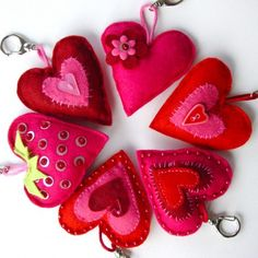 Srdce Textiles, Felt Crafts, Valentines, Crafty, Christmas Ornaments, Holiday Decor, Romance, Felting, Manualidades