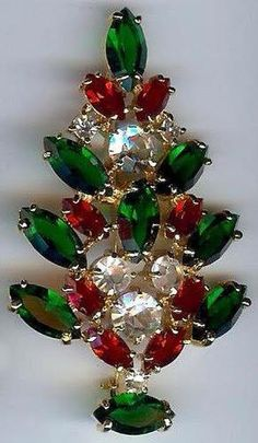 Would look so smart on my red winter coat. Noel Christmas, A Christmas Story, Vintage Christmas, Christmas Crafts, Green Christmas, Jewelry Tree, Old Jewelry, Jewellery, Vintage Jewelry