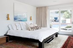 4 Fixes for the Blank Space Above Your Bed! Claim this oft unused real estate for a décor statement. Whether you're looking for a fast fix or a big-impact addition, our editors' tried-and-true solutions and trending tricks will wake up any room (even if you don't have a headboard).
