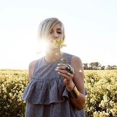 En ce moment sur le blog... 🌼  Bijoux @hellesbijoux - 15% reduction avec le code VANESSA   Belle soirée les filles - Happy evening ladies 💋  #littlebohoblog #ootd #outfit #boho #bohemian #hippie #gypsy #dress #ruffles #stripes #flowers #nature #jewelry #jewelryaddict #bijoux #blogger #fashion #blogueuse #mode #lille