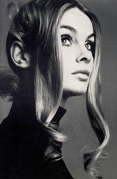 thedoppelganger:    Magazine: Vogue UK March 1969Photographer: Richard AvedonModel: Jean Shrimpton