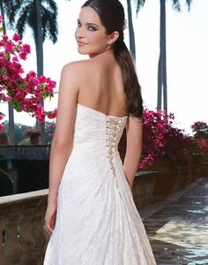 Sweetheart 'Rochelle' size 10 new wedding dress back view on bride
