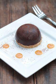 Dôme de mousse au chocolat coeur de caramel coulant