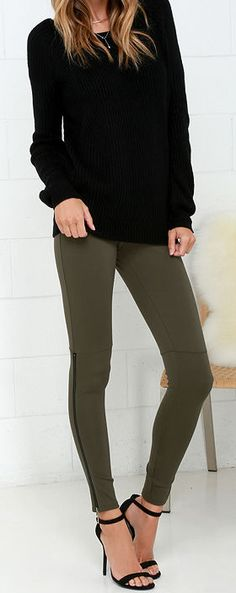 Hold Your Gaze Olive Green Leggings Hold Your Gaze Olive Green Leggings Who says dressy can't be cozy? With the Hold Your Gaze Olive Green. Olive Green Pants Outfit, Green Leggings, Outfits With Green Pants, Casual Outfits, Cute Outfits, Fashion Outfits, Womens Fashion, Fashion Trends, Casual Shoes