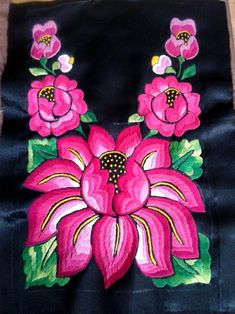 Bordado dibujos de flores вышивка y рукоделие. Mexican Embroidery, Folk Embroidery, Embroidery Patterns, Bordado Popular, Mexican Artwork, Mexican Outfit, Flower Embroidery Designs, Mug Rugs, Dot Painting