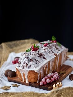 Jaleo en la Cocina: Loaf cake navideño de castañas y chocolate Pan Dulce, Xmas Food, Christmas Desserts, Delicious Desserts, Yummy Food, New Year's Cake, Pastry And Bakery, Loaf Cake, Savoury Cake