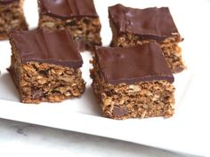 Everyone will go nuts for this mocha inspired slice packed with oats, nuts and choc chips. It's delicious with a dark chocolate topping or without! Moist Date Cake Recipe, Date Slice, Easy Cooking, Cooking Recipes, Sweet Recipes, Cake Recipes, Savoury Slice, Baked Oats, Chocolate Topping