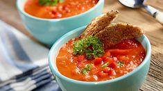 Masz ochotę na orzeźwiającą zupę – chłodnik z pomidorów i papryki? Doskonały przepis na upały! Wypróbuj koniecznie!