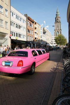 Pink Limo op de Grote Markt Groningen