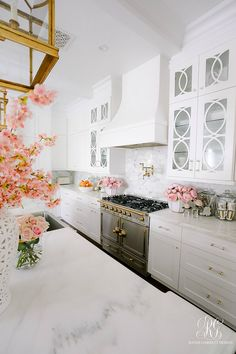Spring Home Tour + Styling Tips you will Love - Randi Garrett Design Home Renovation, Home Remodeling, Kitchen Remodeling, Interior Exterior, Interior Design, Interior Doors, White Kitchen Cabinets, Spring Home, Beautiful Kitchens