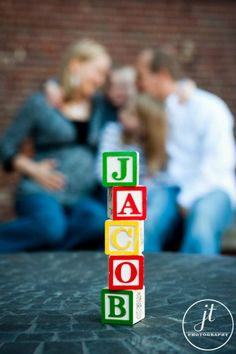 Maternity family pose, blocks with name of baby Family Maternity Photos, Maternity Poses, Maternity Pictures, Newborn Photos, Pregnancy Photos, Maternity Photography, Baby Pictures, Family Photography, Family Photos