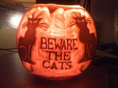 My pumpkin from two years back Les chats noir @uberbabygraphic    via @AnneQuinton