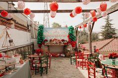 """3 Me gusta, 0 comentarios - Platitos de Azúcar (@platitosdeazucar) en Instagram: """"🌺La feria ⠀⠀⠀⠀⠀⠀⠀⠀⠀ No se que me gusta más . Si las sillas y mesas  que son una auténtica maravilla…"""" Table Decorations, Instagram, Home Decor, You Are Awesome, Sevilla, Mesas, Decoration Home, Room Decor, Dinner Table Decorations"""