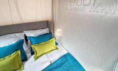 Master-Schlafzimmer mit komfortablem Doppelbett