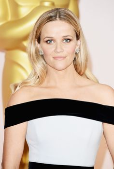 Reese Witherspoon's sleek blowout and nude lip is a gorgeous look for a night out.