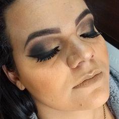 Make de ontem  ! Obrigada @taynabrune_ !! . . Agende já seu horário pelo telefone / whatsapp (12)981034707  . . #make #makeup #maquiagem #maquiagemfesta #makefesta #mac #catherinehill #latika #sjc #maquiagembrasil #jacarei #maquiadora #maquiadoraemjacarei  #saopaulo #saojosedoscampos