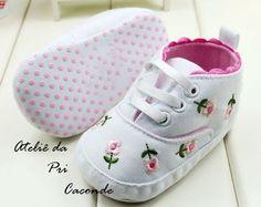 Sapatinho Tenis baby floral bordado