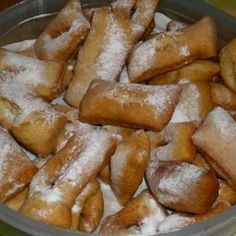 These Beignets remind me of Carnaval (Mardi-Gras) and good times. In Haiti during the Carnaval and Mardi-Gras, families, relatives and friends gather together to enjoy the festivities and this delectable casual desert made with bananas. Just Desserts, Delicious Desserts, Dessert Recipes, Yummy Food, Donut Recipes, Carribean Food, Caribbean Recipes, Mardi Gras, Hatian Food
