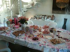 "Allestimento tavolo tea party ""i miei 40 anni"""