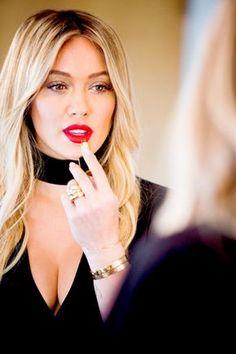 Hilary Duff ♦by Alwaraky♦ Hilary Duff Makeup, Hilary Duff Style, Beautiful Celebrities, Beautiful Women, Haylie Duff, Vitamins For Skin, Younger Skin, Cooler Look, Fashion Mode