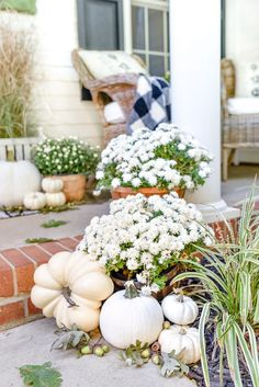 This year's fall porch is a beautiful black and white theme with white pumpkins and Fall Home Decor, Autumn Home, White Pumpkin Decor, Decorating With White Pumpkins, White Mums, Fall Mums, Deco Champetre, Fall Containers, House With Porch