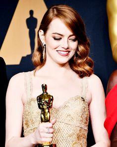 Emma Stone - Oscars 2017. Pinned by @lilyriverside