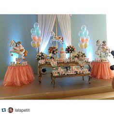 Decor: @lalapetit #festa #festasexclusivas #flores #carrosel #festacarrosel #instalike #regram #festainfantil
