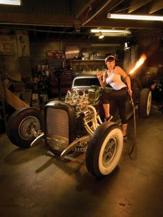 Mais uma linda pin up e hot rod...